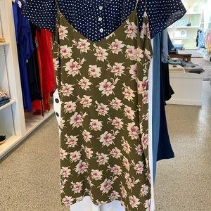 NWT 🌈ACACIA Silk V Back Flores Dress